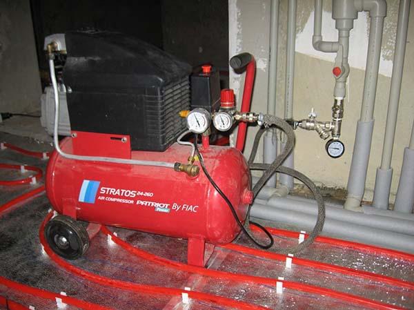 Работа насоса для опрессовки отопления